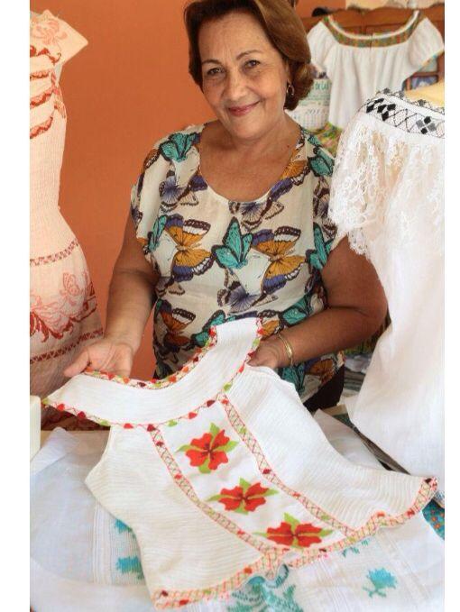 BELKIS MERGAL diseña #vestidosestlizados y ha sido ganadora de varios concursos bajo su marca confecciones Belkis