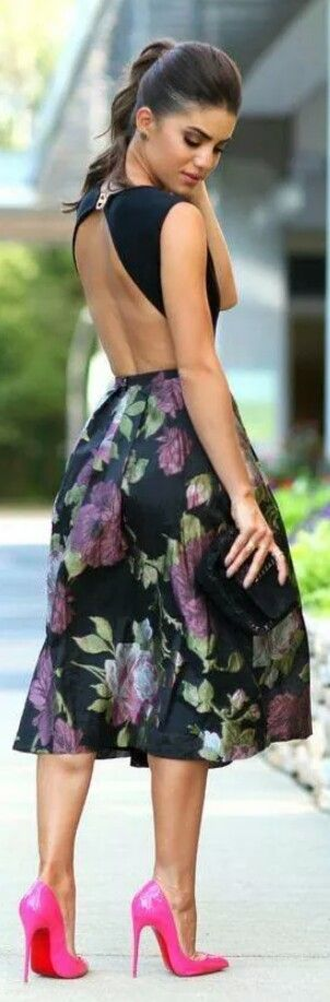 vestido floreado con escote en la espalda