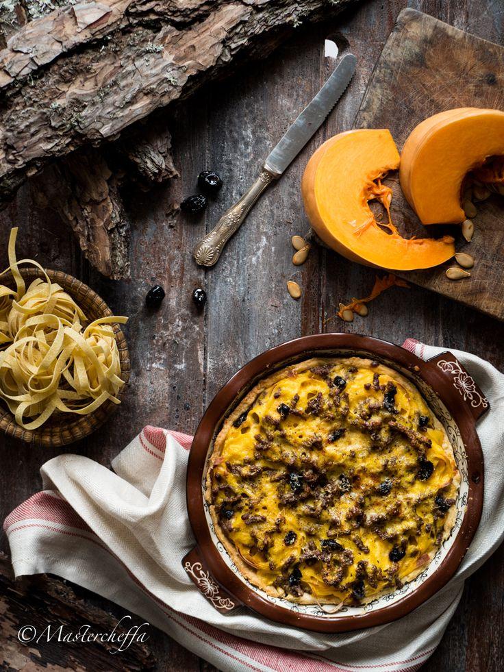 Crostata di tagliatelle zucca, tritato ed olive