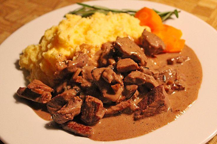 Rindergeschnetzeltes mit Rosmarin-Balsamico-Sahnesauce, ein sehr schönes Rezept aus der Kategorie Saucen. Bewertungen: 66. Durchschnitt: Ø 4,1.