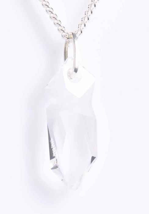 Kaputt ketting door JEAN-PAUL GAULTIER kristal met zilveren afwerking.  Gemonteerd op een moderne borgtocht op een fijne link ketting met veer ring gesp.  EUR 1.00  Meer informatie