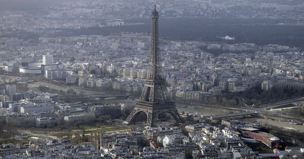 Le prix moyen du mètre carré est descendu à 7 826 euros à #Paris. La baisse devrait se poursuivre ! #littleimmo #goodnews  #immobilier #appart #TourEiffel
