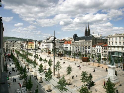 Clermont-Ferrand: Plaats Jaude - France-Voyage.com