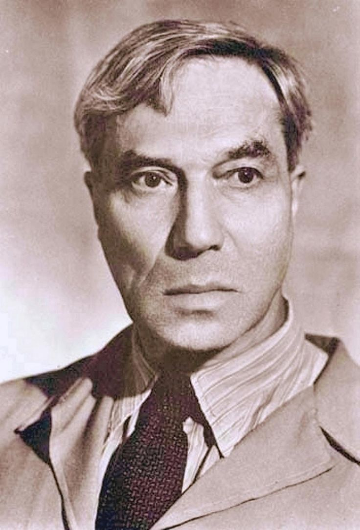 """""""Boris Pasternak (Moscu 1890 – Peredelkino 1960)"""" Russian poet, novelist, and literary translator. His anthology """"My sister, Life"""", is one of the most influential collections ever published in Russian language. Outside is best known as the author of """"Dr. Zhivago"""". Awarded the Nobel Prize for Literature, he reluctantly agreed to decline the prize by a massive campaign against him by the Communist Party. His poetry post-Zhivago exposes questions of love, immortality, and reconciliation with…"""