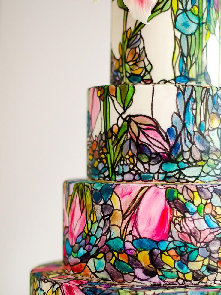 Your wedding cake can be a work of art like this stained glass cake masterpiece--guests won't even be able to tell it's edible!