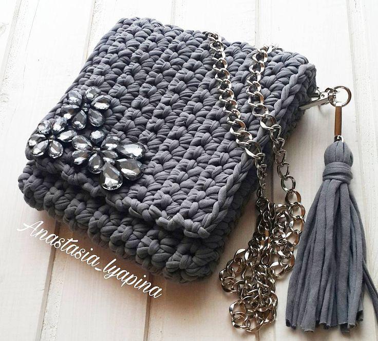 Вариант сумочки со стразами  Возможен повтор! #моимируками #текстильнаяпряжа #стразы #вяжудляВас #сумкикрючком
