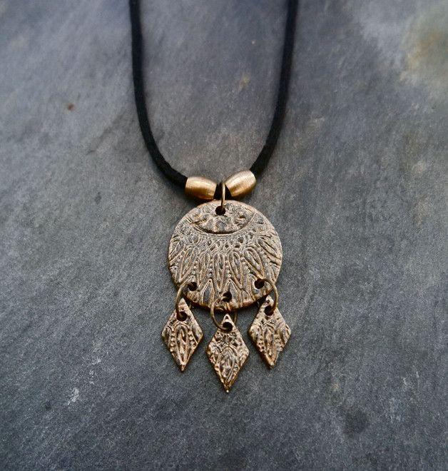 Die goldene Traumfänger-Kette im Boho-Stil ist ein echter Hingucker/ golden dreamcatcher necklace, festival look made by irmy via DaWanda.com
