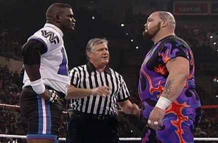 Lawrence Taylor vs. Bam Bam Bigelow at WrestleMania 11