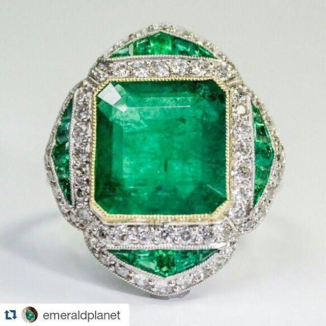 #Repost @emeraldplanet ・・・ Beautiful Colombian emerald ring #antique  #colombianemeralds #platinum #diamond