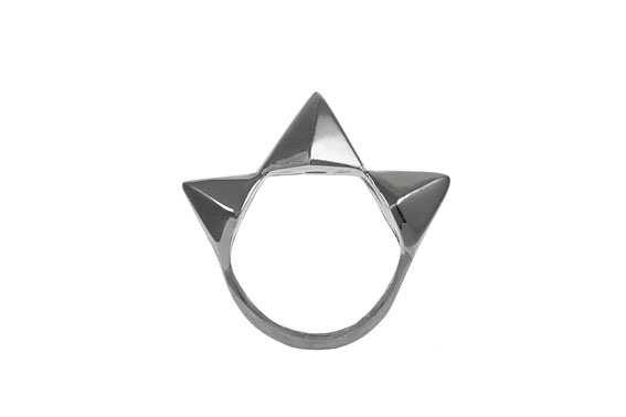 Giuliana Mancinelli Bonafaccia - Ring with silver dipped in black ruthenium.