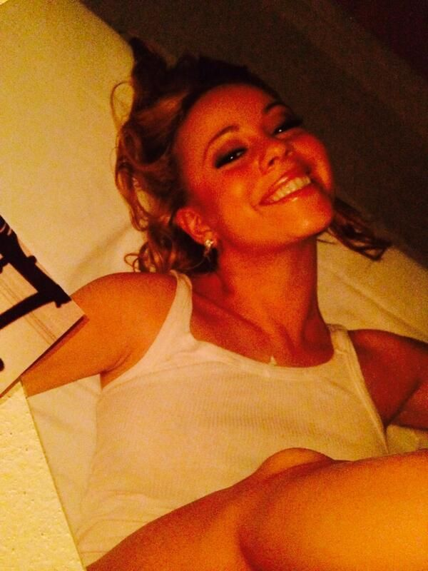 Mariah Carey shares a photo on Twitter.... pictures from 1997 and everyonw but her seems to know. Lmao. Why?!