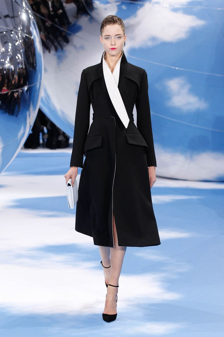 Dior Autumn-Winter 2013 Ready-to-Wear – Look 30: black and white double face wool coat. Discover more on www.dior.com #Dior#PFW