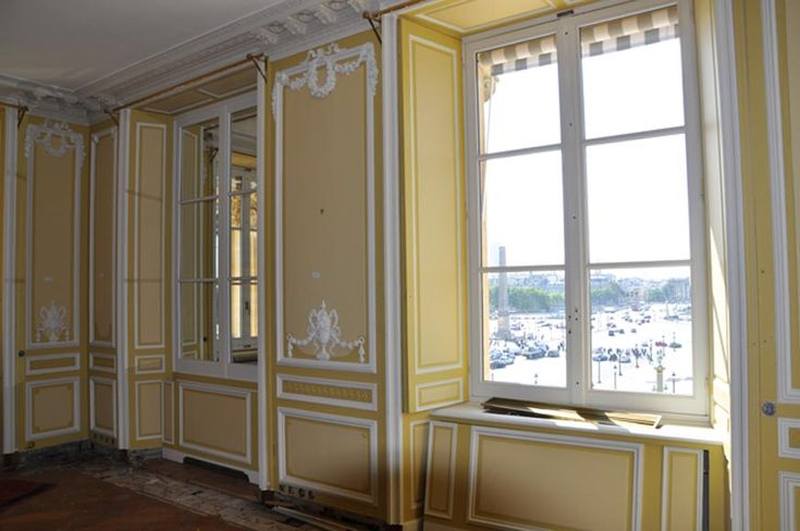 Very beautiful antique Louis XVI style paneled room coming from the Hotel de Crillon, Paris - Paneled rooms