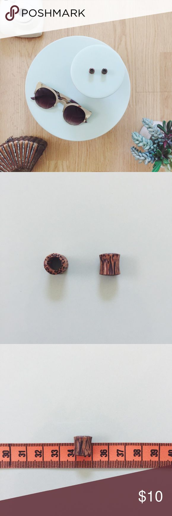 🆕 Organic Tiger Wood Tunnel Plugs 🆕 Organic Tiger Wood Tunnel Plugs. Fits 0g or 8mm stretched ears, see sizing chart for additional information. No longer my gauge so unable to wear. Perfectly lightweight! Never worn. Jewelry Earrings