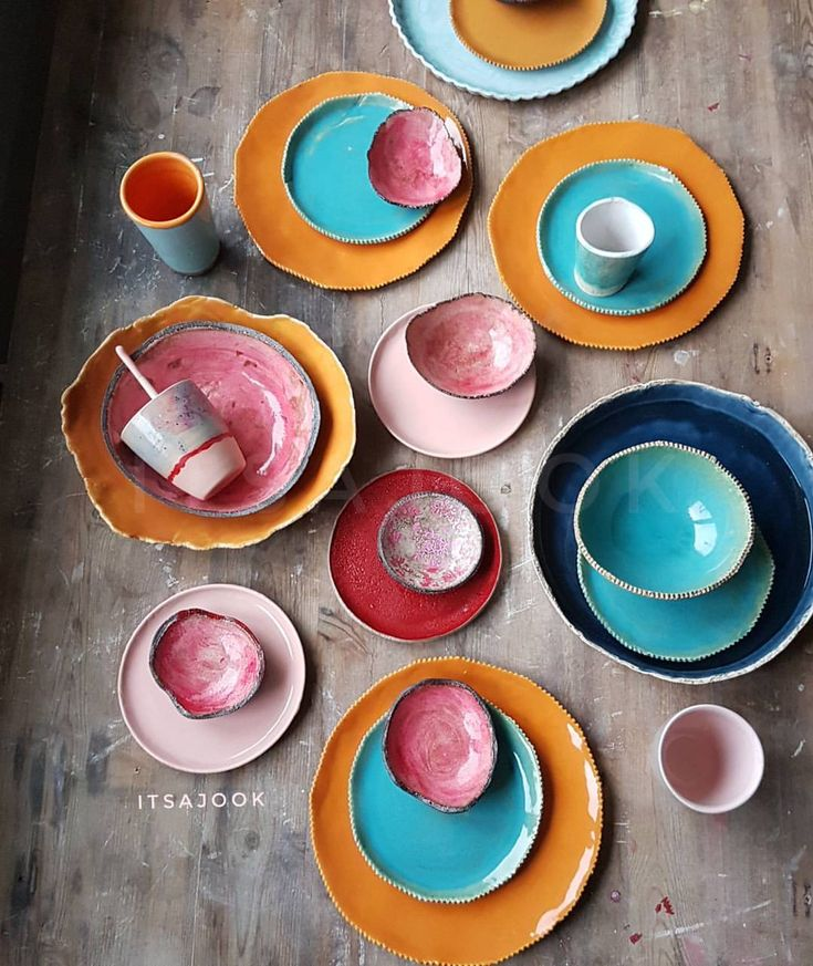 H A N D M A D E c e r a m i c s Colorsplash on my old wooden work table to cheer you and myself up on this rainy windy monday morning. It's raining cats and dogs out here. Give me summer! Monday.....again! Have a good week. . . . . . #monday #colorsplash #colormehappy #ceramica #turquoise #marbella #pink #orange #instacool #foodphotography #bohemian #bohoismyjam #bohohome #designlife #bohodecor #bohemianstyle #ihavethisthingwithpink #lovely #thisishome #crockery #topchef #authentic…