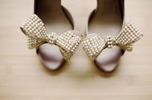 pearl bows.Fashion Shoes, Wedding Shoes, Pearls Shoes, Girls Fashion, Weddingshoes, Girls Shoes, Bridal Shoes, The Brides, Bows Shoes