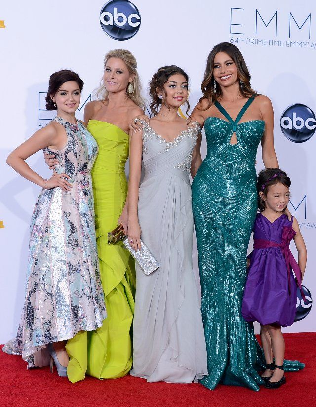 Julie Bowen, Sarah Hyland, Ariel Winter, Aubrey Anderson-Emmons and Sofia Vergara, no one is looking to the camera