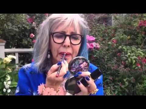 How To Stop Your Lipstick From Bleeding. from a really cool shop ownerShops Owners, Advanced Style, Dolores Forsyth, Fashion Beautyful Health