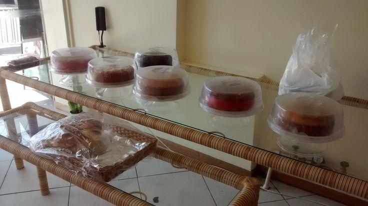 Mesa expositora de bolos e rocamboles