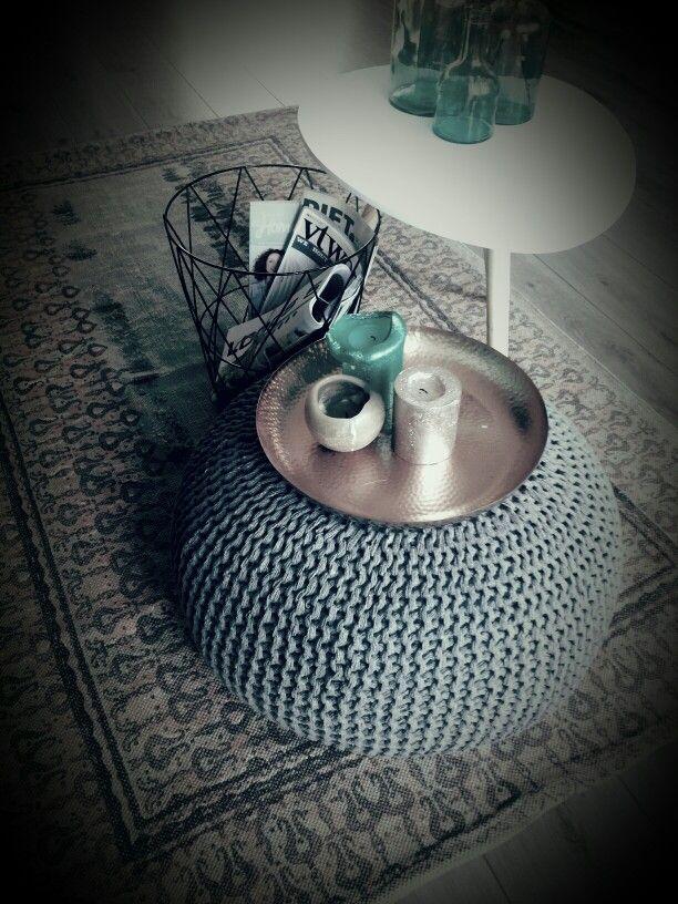 Gebreide poef + tafeltje