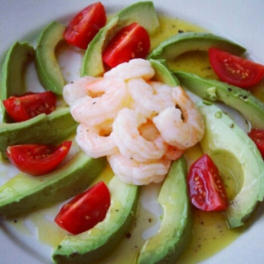 Prawns with avocado and cherry tomatoes