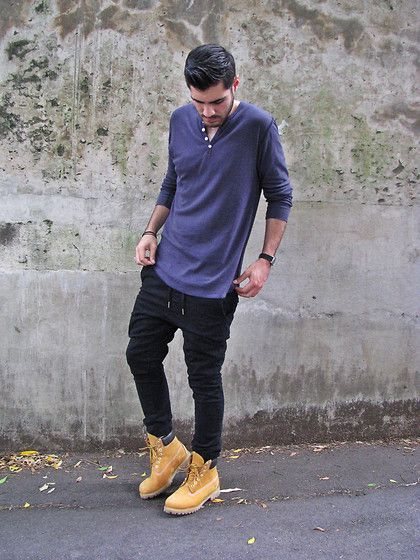 Timberlands, skinny sweats and henley looks so clean!