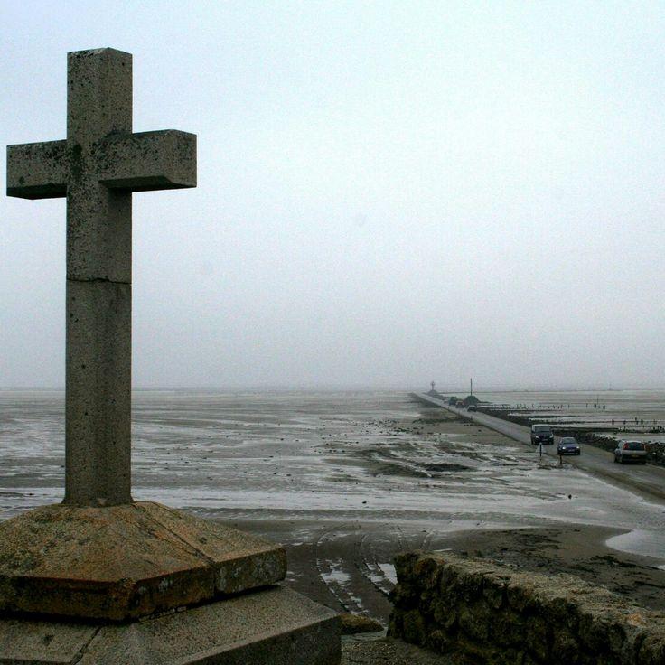 Passage du Gois, Île de Noirmoutier, 2009, ©Immo Schiller #frankreich #vendee #noirmoutier #iledenoirmoutier #iledenoirmoutiertourisme #atlantik #kreuz #straße #strasse #meer #meerfreude #meerliebe #atlantikküste