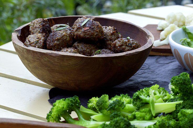 kjøttboller og brokkoli