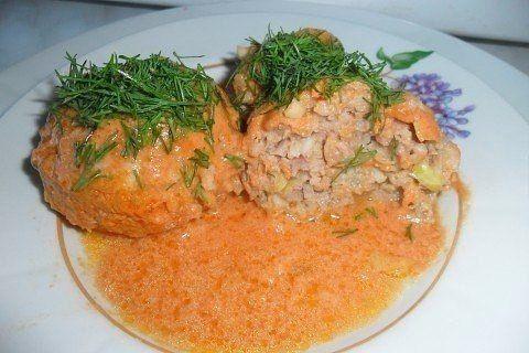 Мои ленивые голубцы   Ингредиенты: -500 гр. фарша (у меня свинина с говядиной)  -100 гр. риса (желательно краснодарского, не пропаренного)  -2 яйца  -свежая капуста  -свежая морковь  -томат паста, сметана  -любимые специи  -примерное кол-во будет видно на фото   Приготовление:  рис отварить, морковь натереть на мелкой терке, капусту нарезать, как можно мельче, добавить фарш, яйца, посолить, поперчить  конечно, кто любит лук, то обязательно добавить, все перемешать  приготовить соус, для…