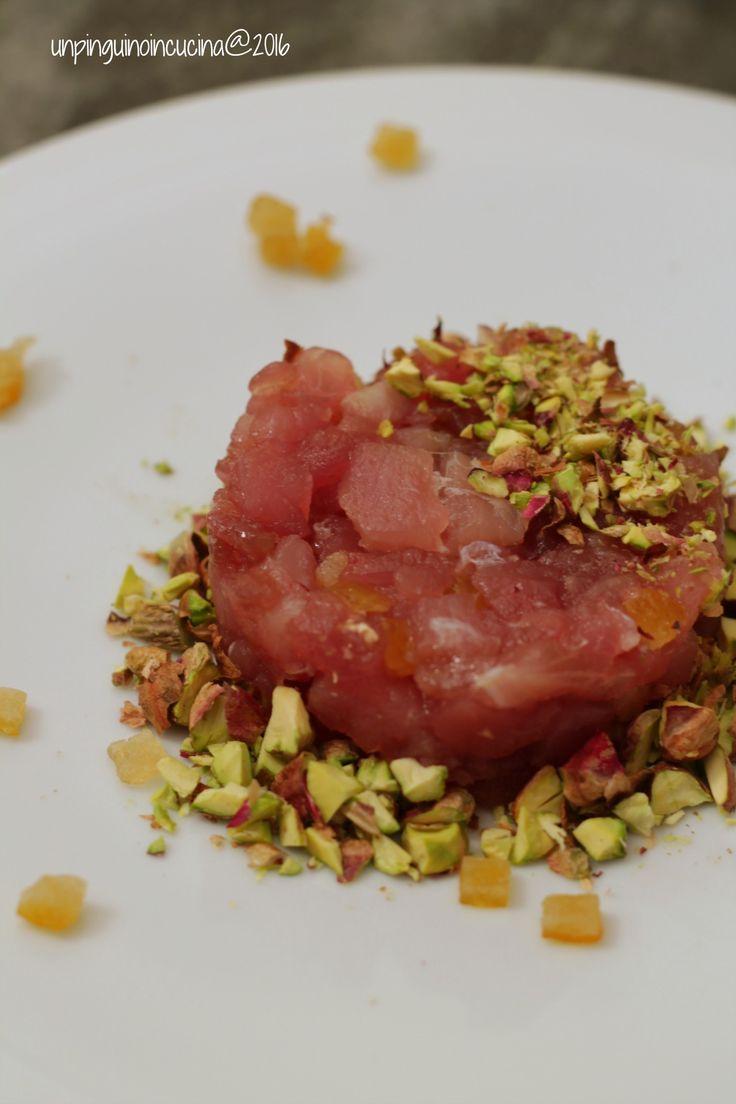 Tartare di tonno e arancia candita con granella di pistacchi   Thunfischtartar mit kandierter Orange und Pistazien   Un Pinguino in cucina