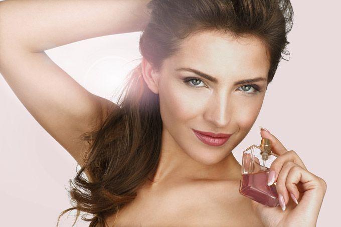 Identificativi e raffinati, i profumi per capelli, rendono curate e sensuali le chiome femminili. Da Chanel, a Dior e Narciso Rodriguez, per un'aurea chic.http://www.sfilate.it/223910/bellezza-chanel-dior-sensuali-profumi-per-capelli