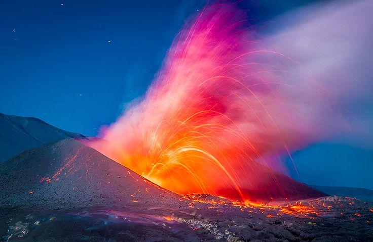 superbes images d une eruption volcanique au chili 3   Splendides photos dun orage volcanique   volcan photo orage lave image Francisco Negr...