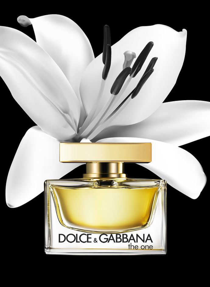 DolceGabbana Perfumes for her: The One - Like the woman that wears it, the strength and uniqueness of DolceGabbana The One fragrance comes from contrast. The One is a modern floriental eau de parfum combining contemporary fruit ingredients with the perfumers classic palette of white flowers. Top notes: Oriental florals, bergamot, mandarin, lychee, peach. Heart: Madonna lily. Base: vanilla, amber, musk.