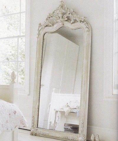 Camera da letto, specchio da terra
