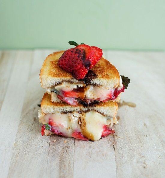 El nº 1 de los Sándwich :queso y fresa a la plancha