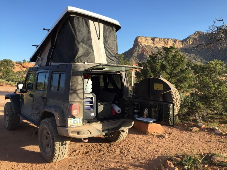 Camping with the Ursa Minor rooftop tent on a Jeep