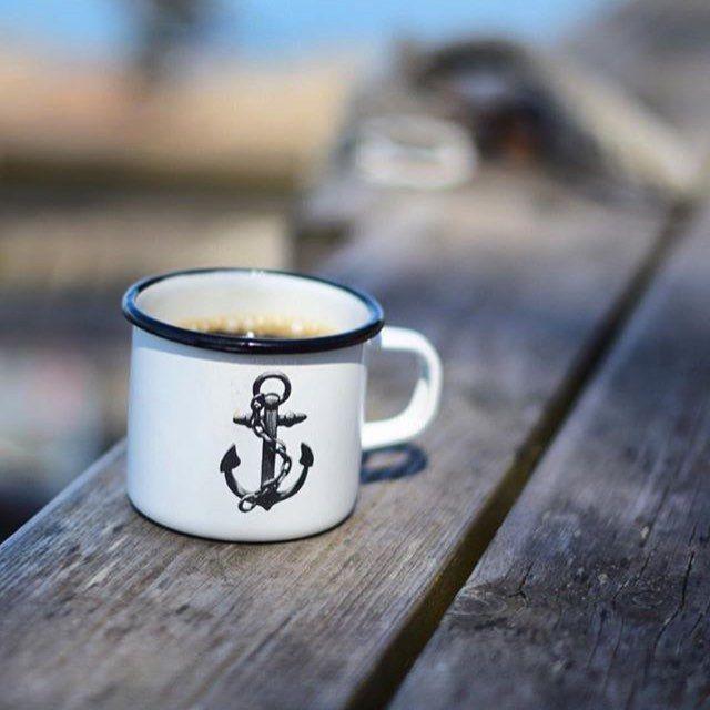 Good morning coffee ☕️⚓️ Have a nice day! Regram from @archipelago365 #lionsandcranes #lionsocranes #emalj #emaljmugg #ankare #anchor #skärgård #archipelago #sweden #swedishdesign #design #scandinaviandesign #nordicdesign