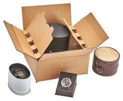 E-commerce box: Questo imballaggio per e-commerce è progettato per dare una degna presentazione e un'esperienza importante al consumatore quando apre la scatola. Il prodotto/i prodotti sono contenuti in un film plastico sottile assicurato al cartone ondulato.