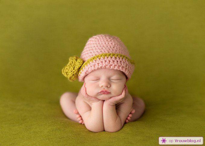 Schattige slapende baby 06