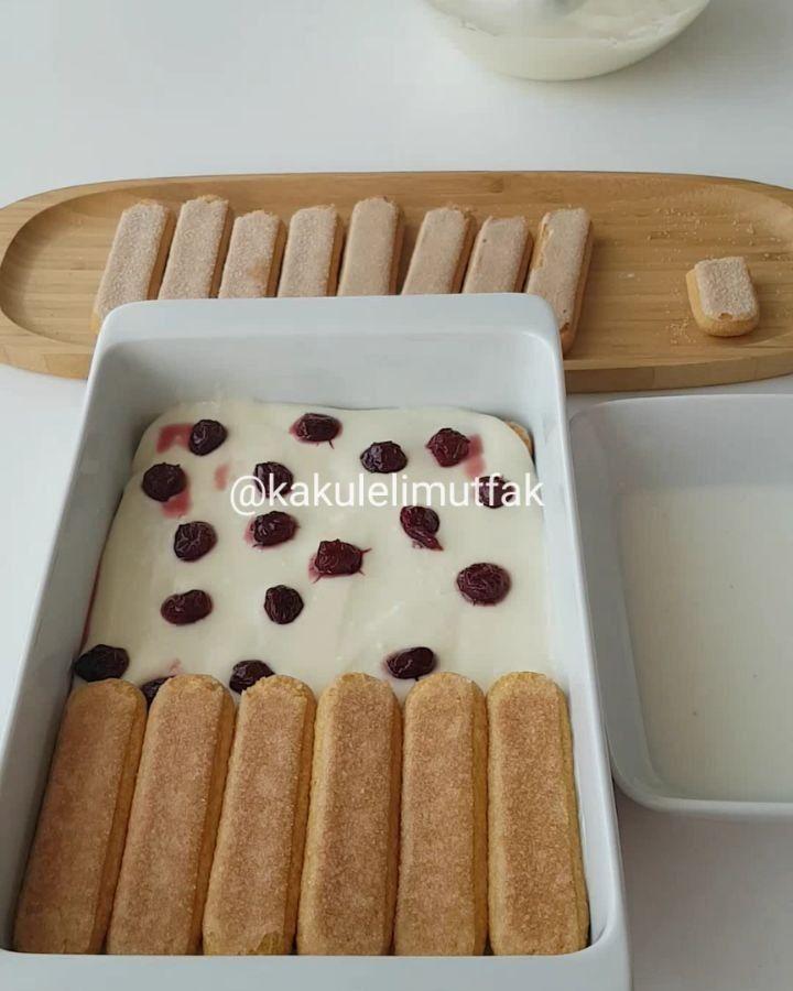 """625 Beğenme, 40 Yorum - Instagram'da Kakuleli Mutfak (@kakulelimutfak): """"Hayirli geceler❤ Cok güzel, yaş pasta tadında enfes bir tarifim var Bu aralar visneyi cok…"""""""