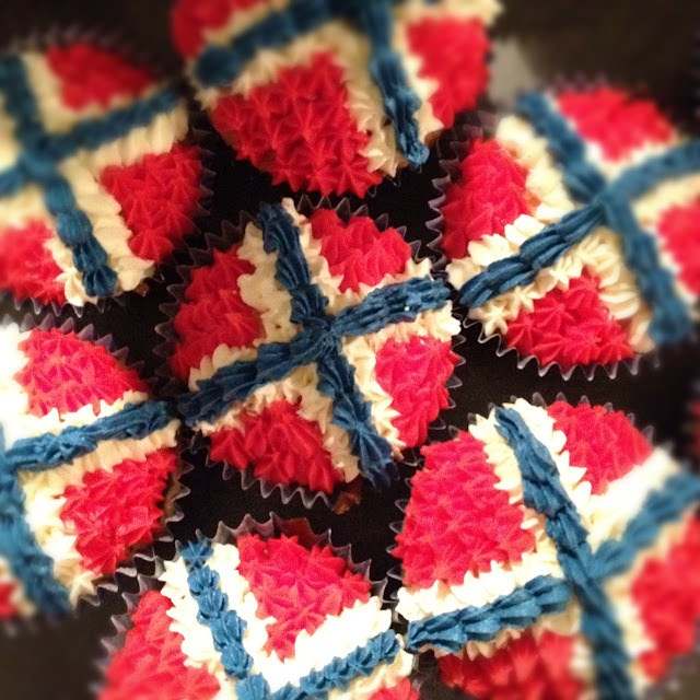 Lottas himmelrom Norwegian flag cupcakes!