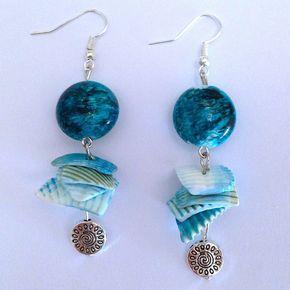 """Orecchini estivi """"Voglia di mare!"""" con perle e conchiglie azzurre, by La piccola bottega della Creatività, 6,00 € su misshobby.com"""
