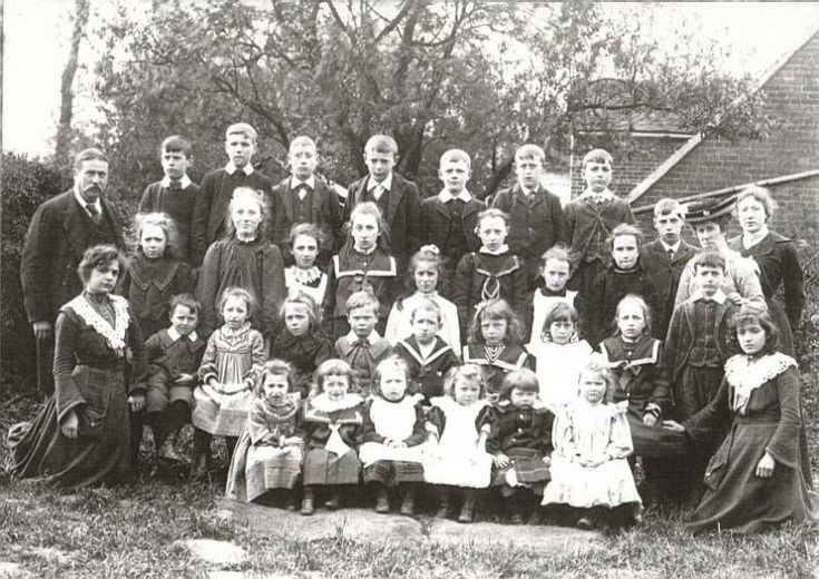 Earlyschoolphotos Leverstock Green Headmaster Henry Thomas Ford & Pupils c. 1897.  also in the picture are his wife, Mrs Olivia Ford, who was the Infant Mistress, and two pupil teachers, one of whom was Mary Olive Dell.  H T Ford was headmaster 1888-1919