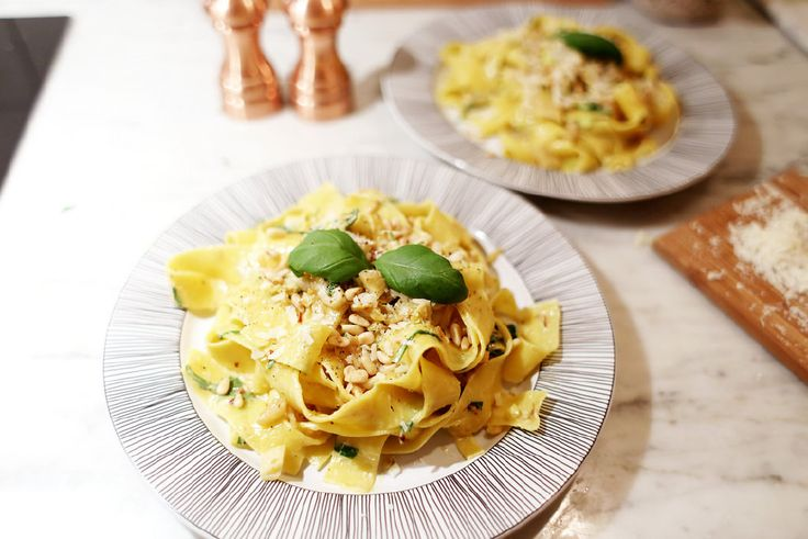 Saffron pasta with Jerusalem artichokes
