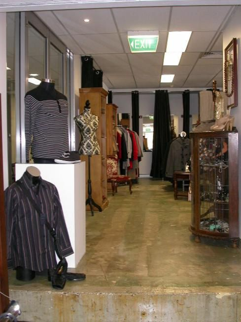 LOTS OF VINTAGE DESIGNER WEAR FOR MEN & WOMEN