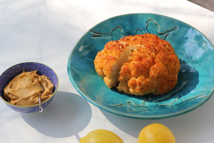 Pieczony kalafior - wegańskie danie, które zachwyci mięsożerców | Krytyka Kulinarna
