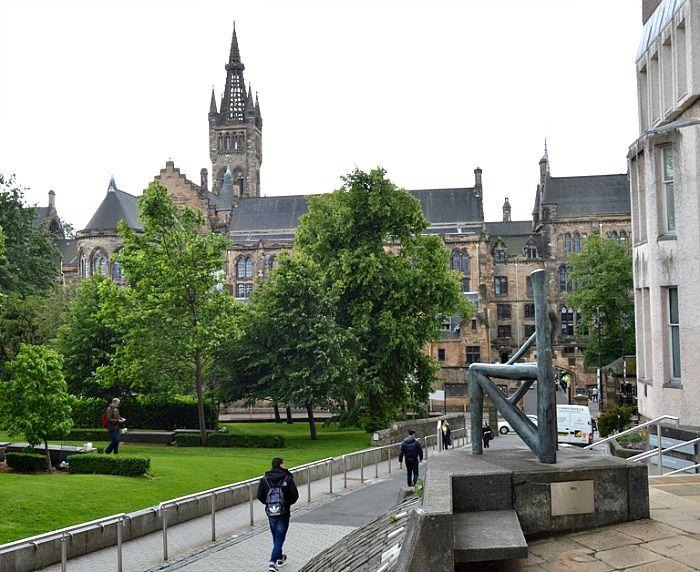 Come visitare The Hunterian Museum a Glasgow Vai a Glasgow per turismo e... ti ritrovi all'Università! Succede anche questo se vuoi visitare The Hunterian, un Museo diffuso (tra l'altro, quasi del tutto gratuito) che espone una quantità di oggetti ed opere d'arte di valore da strabuzare gli occhi! E c'è anche la riproduzione scala 1:1 della casa dell'architetto e designer Charles Rennie Mackintosh! http://bussoladiario.com/2016/12/come-visitare-the-hunterian-museum-a-glasgow.html