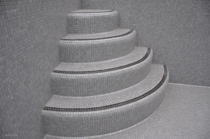 zwembad Oostkamp mozaiek ronde trap detail