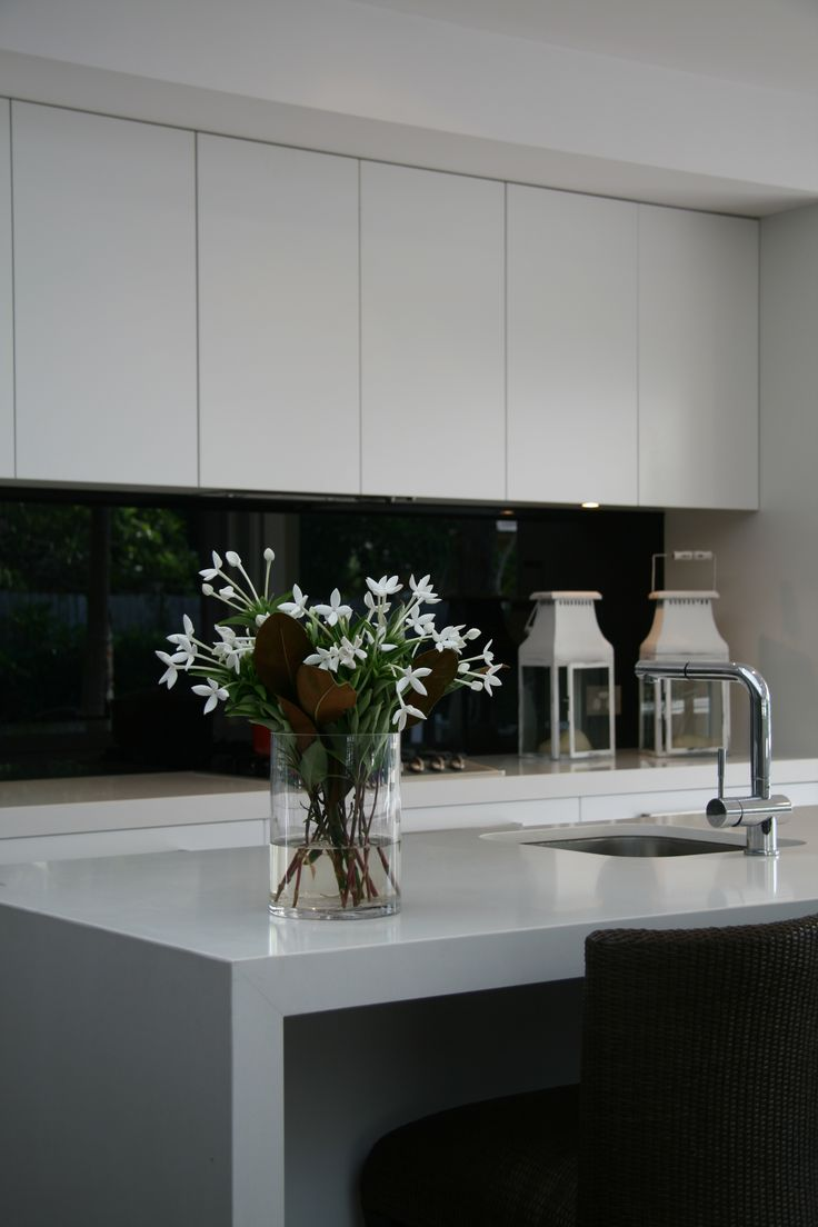 Black and white contrast Kitchen splashback. Glass shown by Artform.