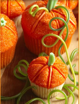 how cute! pumpkin cupcakes!